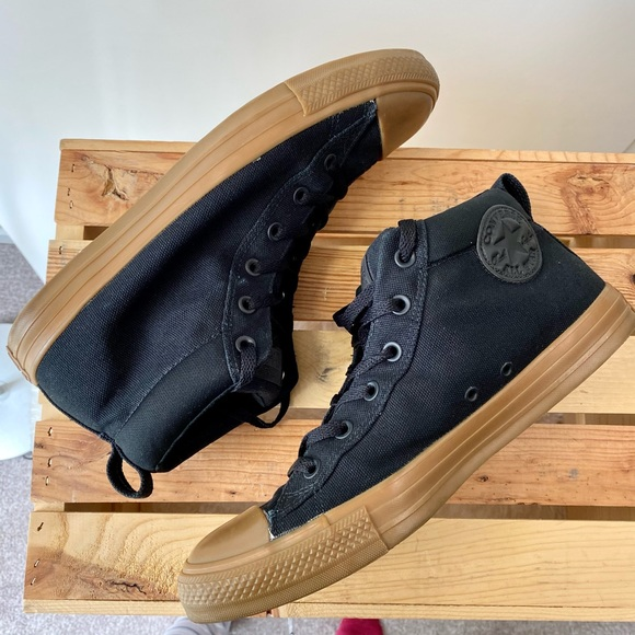 EUC Converse High-Tops Chuck Taylor All Stars Shoe